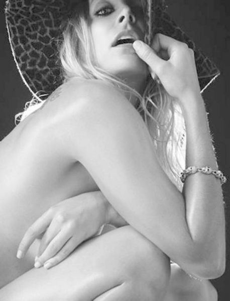 Sheri Moon Zombie-žena Roba Zombieja je igralka in znana modna oblikovalka, je kariero začela kot plesalka v njegovem bandu.