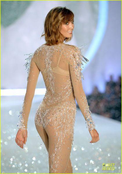 alessandra-ambrosio-karlie-kloss-victorias-secret-fashion-show-2013-20