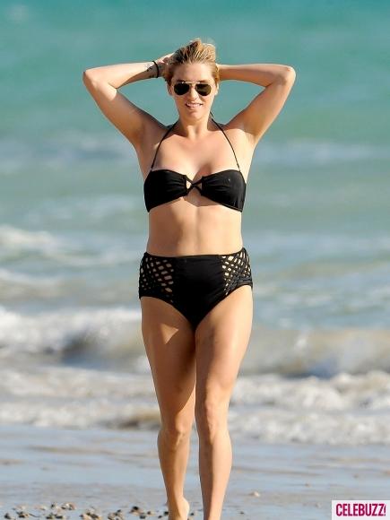 kesha-bikini-12-435x580