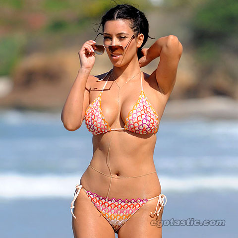 kim-kardashian-bikini-mexico-lb