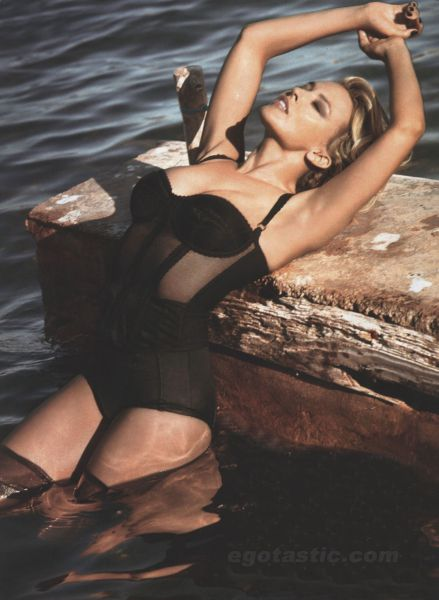 kylie-minogue-who-mag-sexiest-women-01