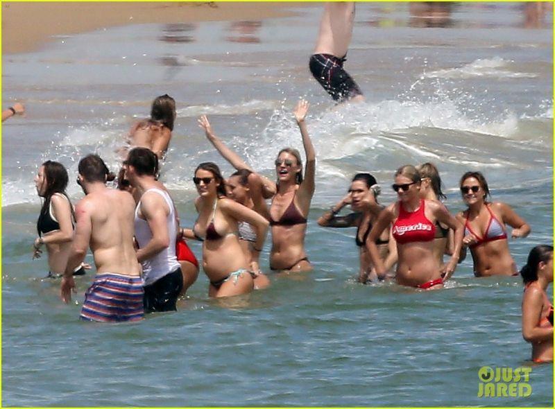 pregnant-blake-lively-baby-bump-bikini-shirtless-ryan-reynolds-01